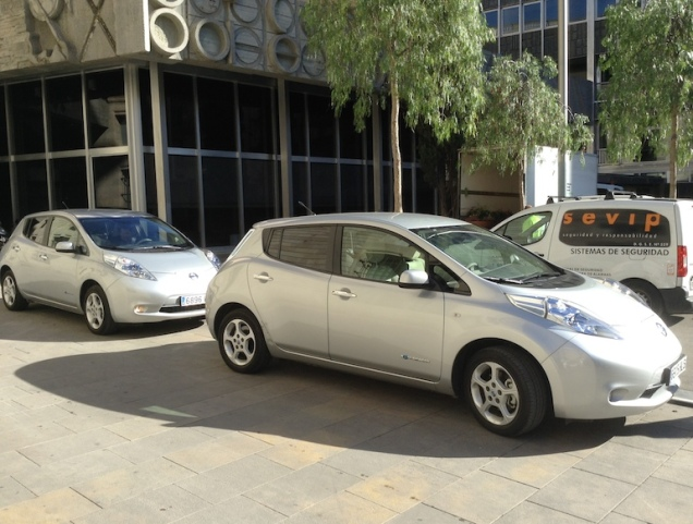 Nissan LEAF 100% electric 84 miles 135 km $21,510-29,010 10.2 seconds 5 seats 114 MPHe